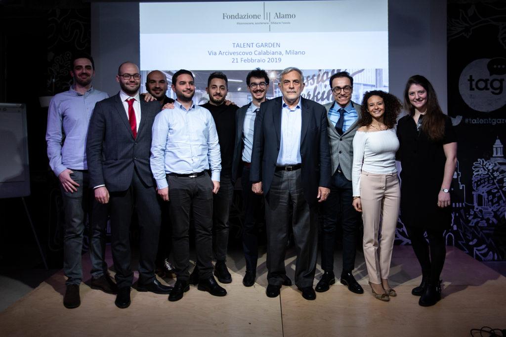 Il team dei vincitori con il presidente della Fondazione Alamo